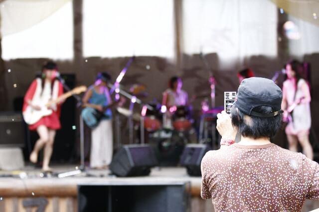 アーティストのライブ