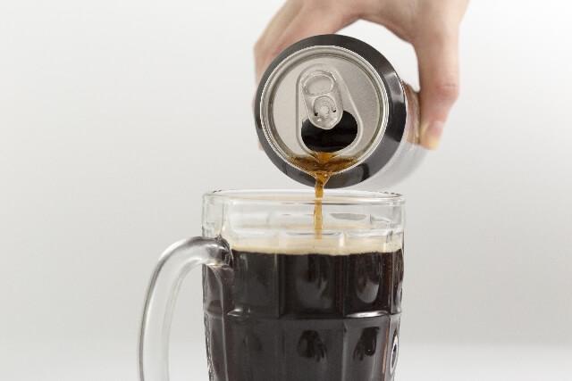 缶ビールとグラス