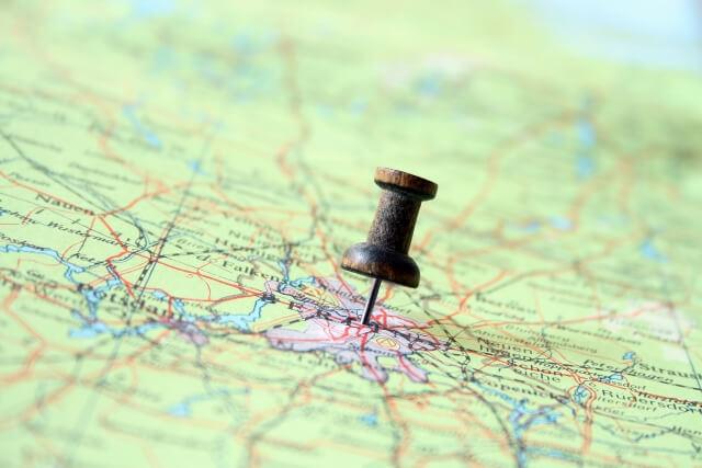ピンを刺した世界地図