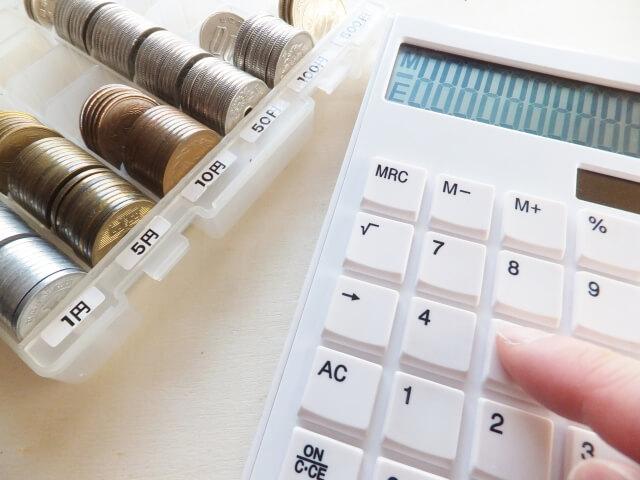 硬貨と電卓