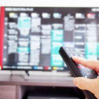 テレビの番組表とリモコン